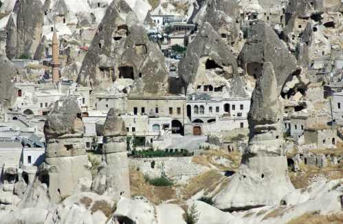 istana-batu-uchisar-cappadocia-wisata-ke-istana-batu-uchisar-cappadocia-turki