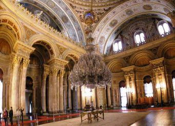 istana-dolmabahce-wisata-ke-dalam-istana-dolmabahce-turki