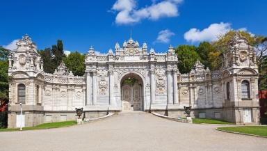 istana-dolmabahce-wisata-tour-ke-istana-dolmabahce-turki