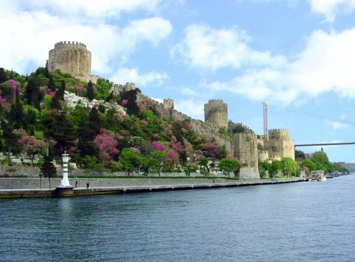 menikmati paket wisata cruise di istanbul turki