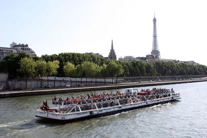 Paket Tour ke Eropa Wisata ke Eropa Bateaux Mouches