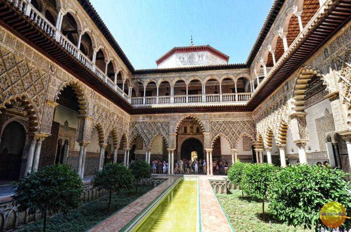 paket tour ke eropa wisata ke eropa mengunjungi istana alcazar di sevilla andalusia spanyol