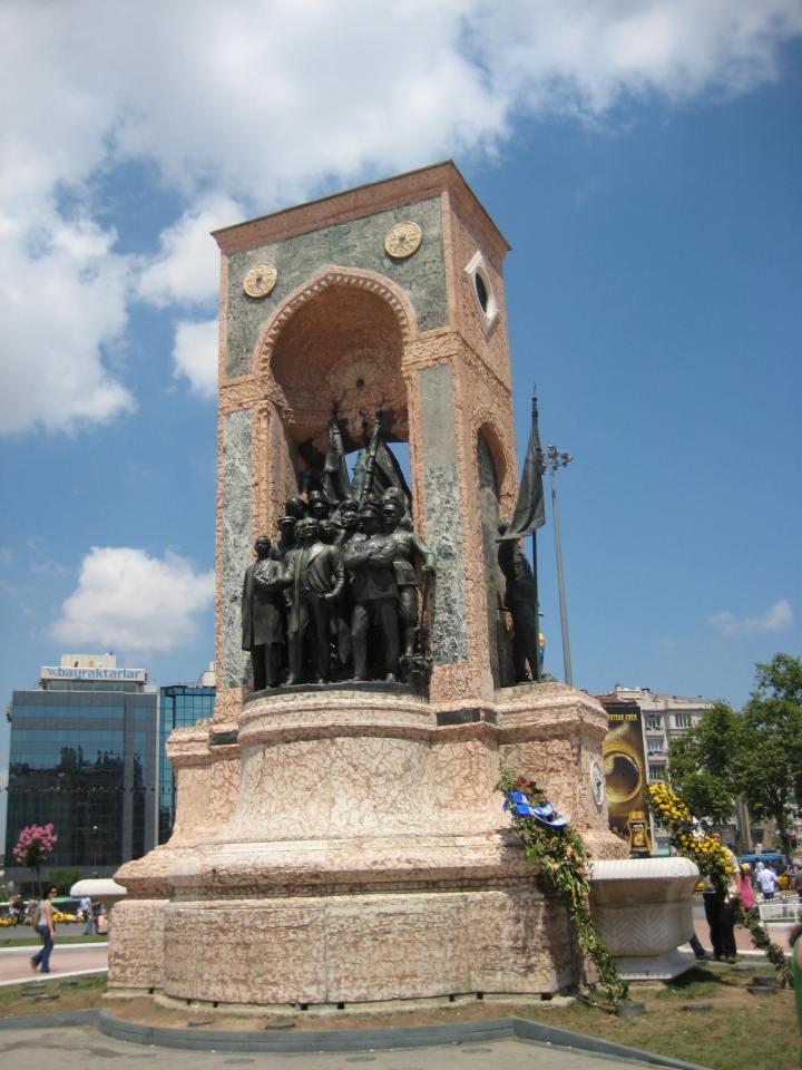 taksim square wisata ke turki tour ke turki murah dan mudah