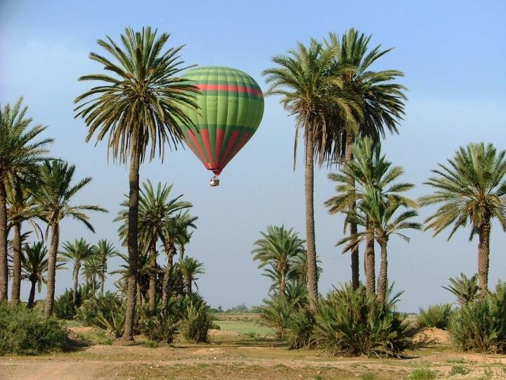 tour ke maroko naik balon udara