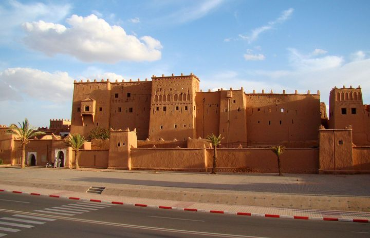 tour ke maroko ouarzazate kota coklat